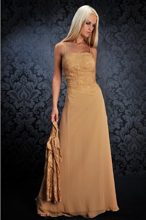 Платье за 9890 руб.