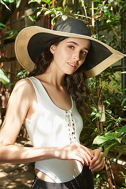 Плетеная шляпа Шоппинг на Багамах с мягкими полями Nothing But Love