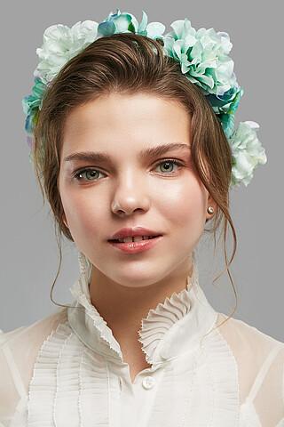 Веночек с розами, азалиями и хризантемами Лесная сказка Nothing But Love